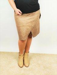 Zamszowa, modna spódnica plus size z dżetami