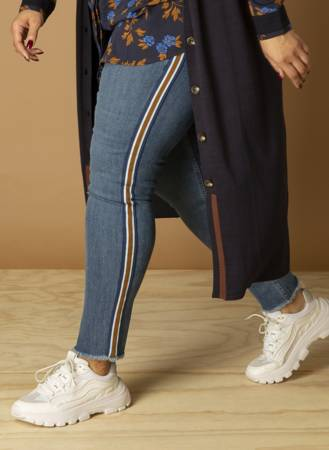 Jeansy damskie XXL niebieskie, wąska nogawka z lampasem